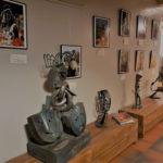 Les photos de Didier Praud dans la galerie du Rade'N Rol racontent une histoire du pays Dogon au Mali